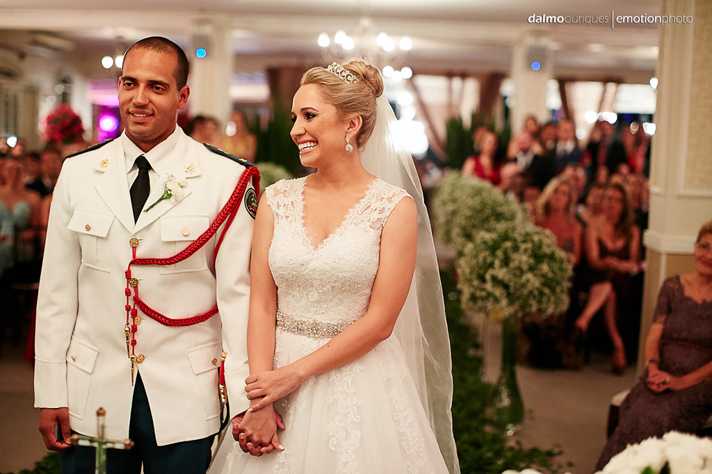 Fotografia de Casamento em Florianópolis; Alameda Casa Rosa; emoção no casamento; felicidade de casar