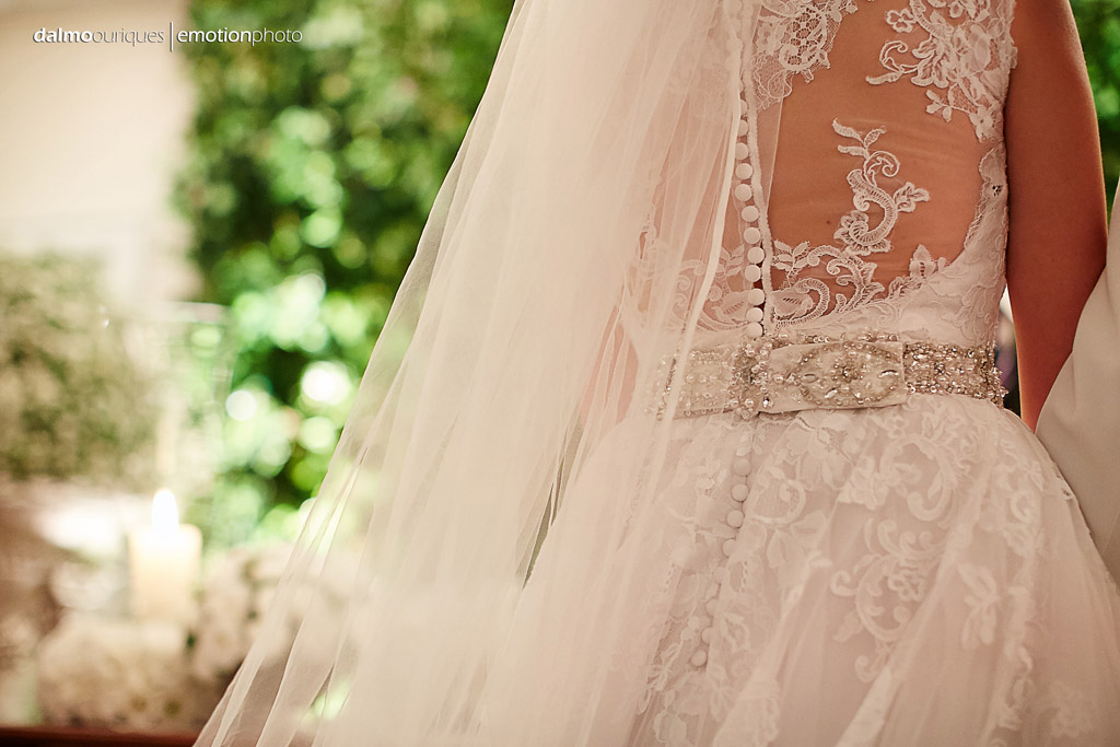 Fotografia de Casamento em Florianópolis; detalhes do vestido da noiva