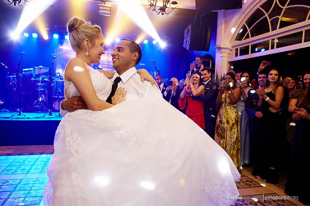 Fotógrafo de Casamento em Florianópolis; Festa de casamento; Alameda Casa Rosa, valsa dos noivos