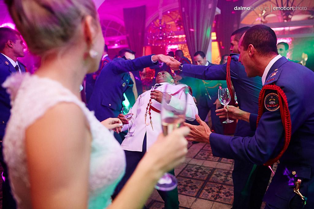 Fotografia de Casamento em Florianópolis; Festa de casamento; Alameda Casa Rosa, noivo na pista