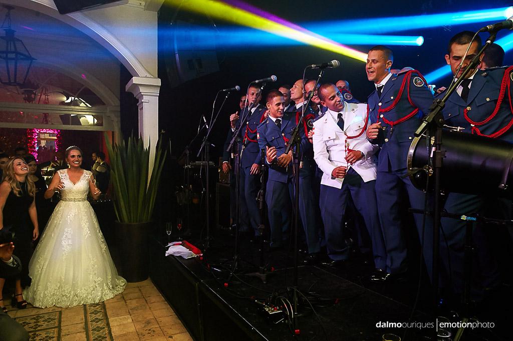 Fotografia de Casamento em Florianópolis; Festa de casamento; Alameda Casa Rosa, noivo e amigos