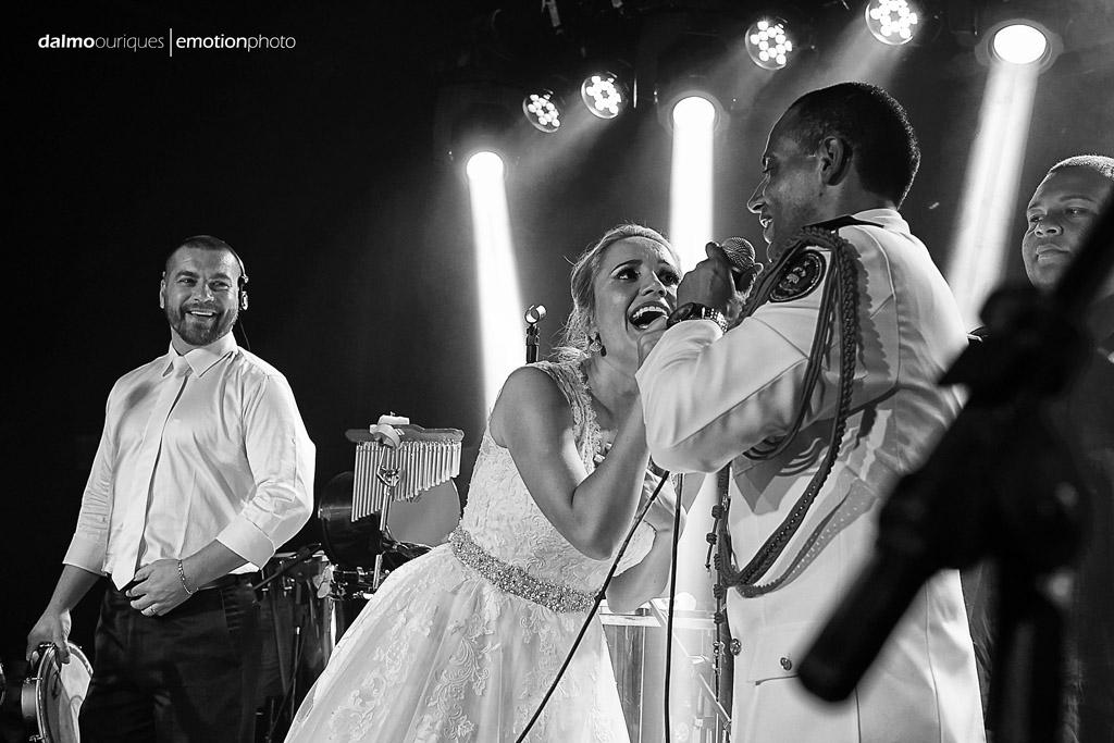 Fotografia de Casamento em Florianópolis; Festa de casamento; Alameda Casa Rosa, noivos no Palco