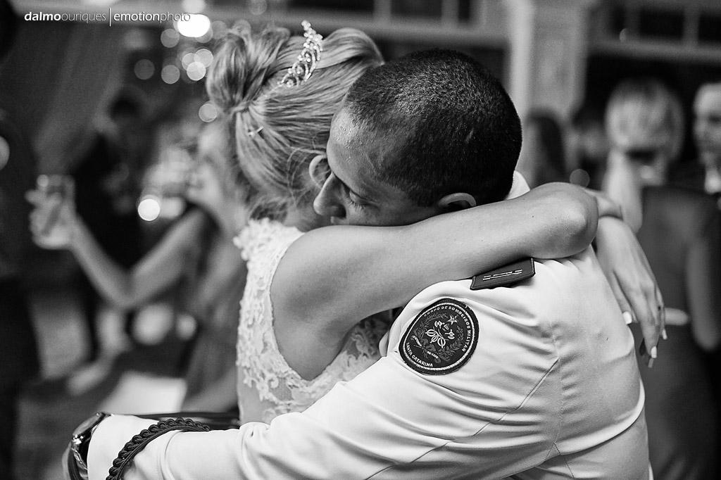 Fotografia de Casamento em Florianópolis; Festa de casamento; Alameda Casa Rosa; noivos dançando