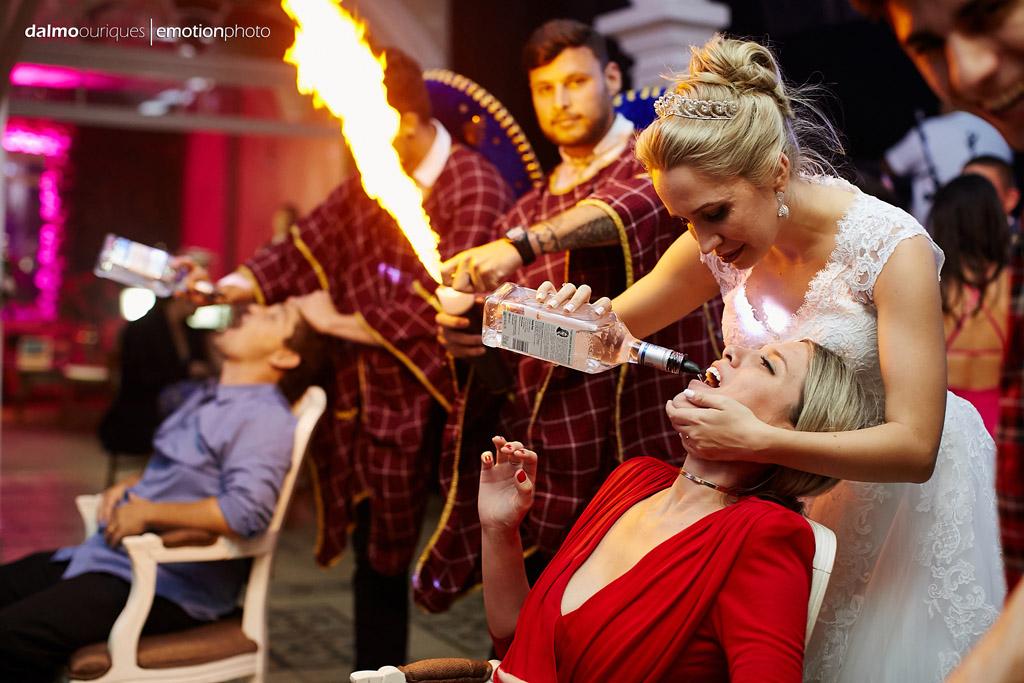 Fotografia de Casamento em Florianópolis; Festa de casamento; Alameda Casa Rosa, noiva tequileira