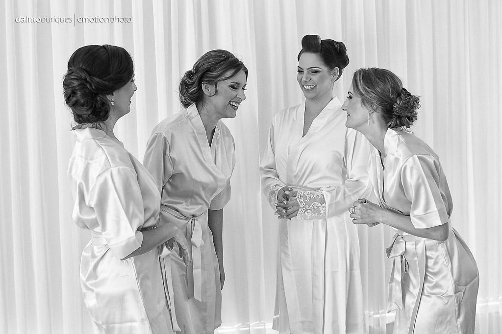Making of da noiva; brinde com as madrinhas; fotógrafo de casamento