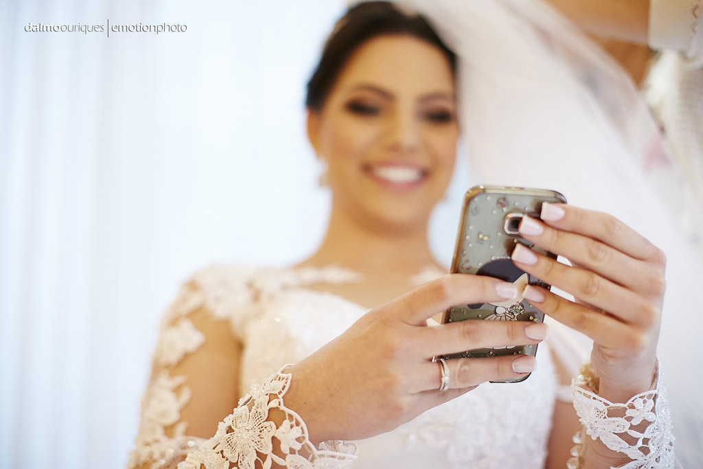 Making of da noiva; noiva feliz;  fotógrafo de casamento Florianópolis