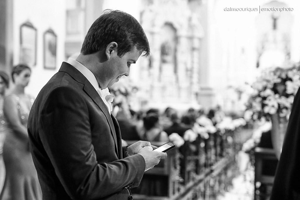 noivo ansioso; igreja em Florianópolis; fotografia de casamento em Florianópolis