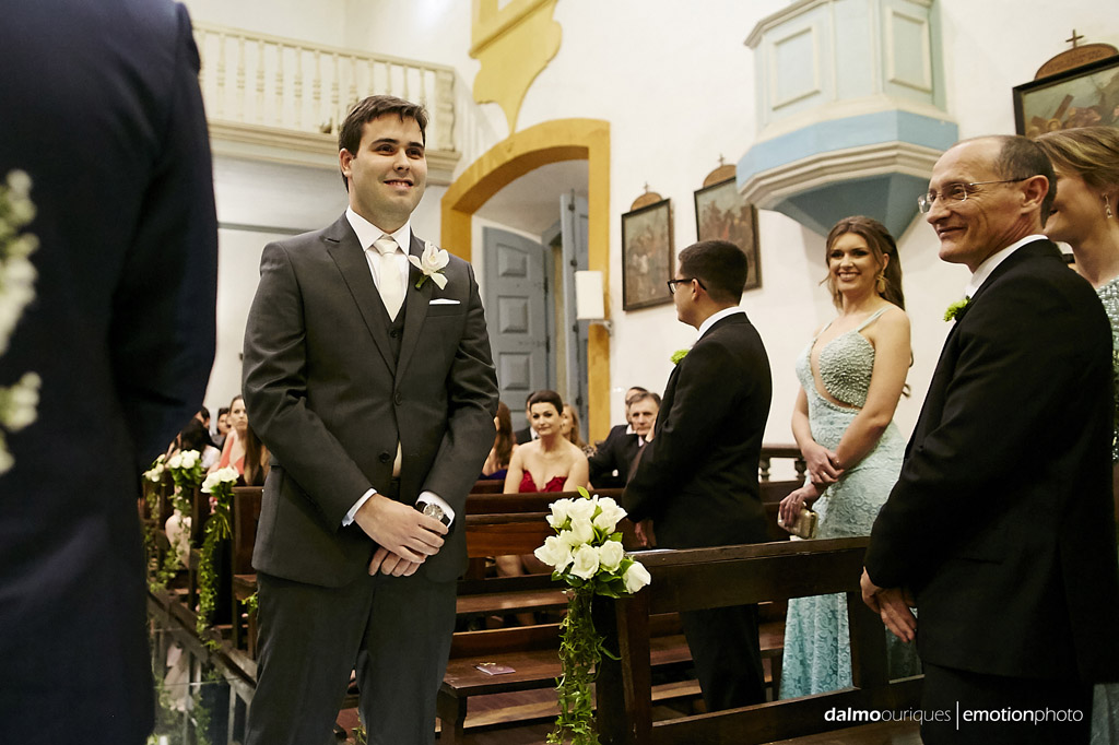 entrada do noivo; igreja em Florianópolis; fotógrafo de casamento