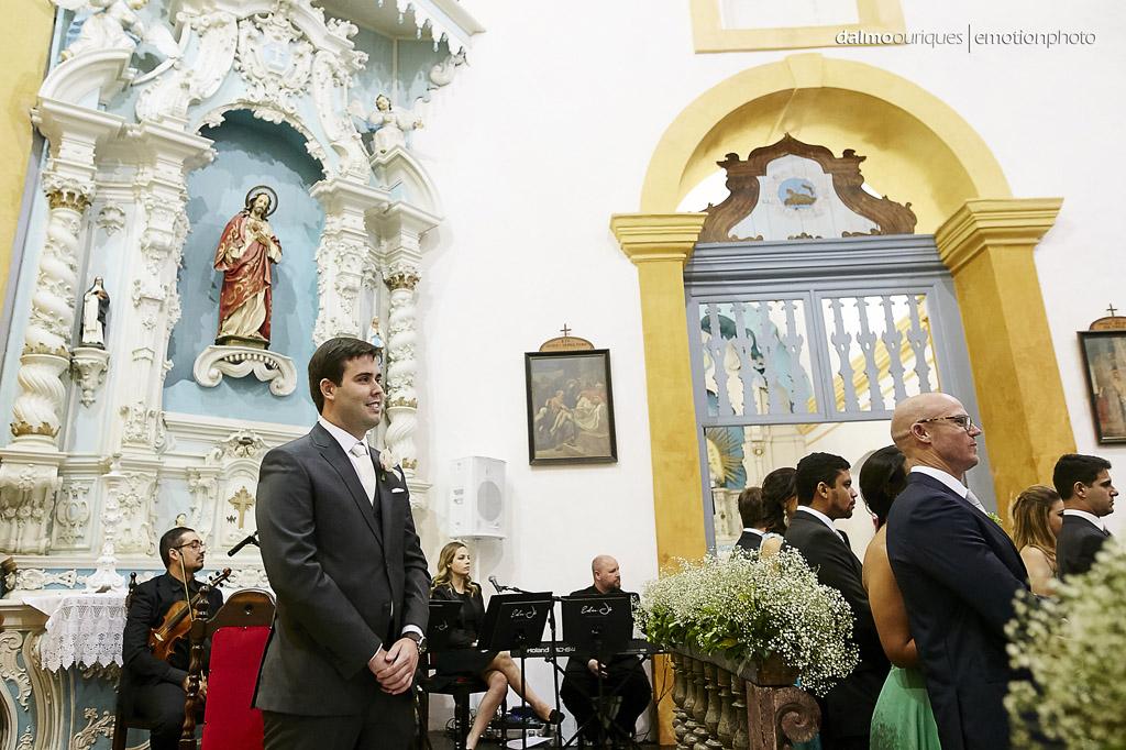 noivo no altar; igreja em Florianópolis;  fotógrafo de casamento Florianópolis