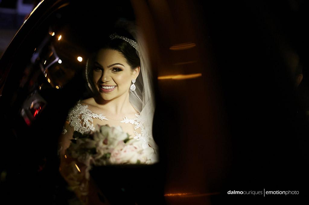 Making of da noiva; noiva no carro; fotografia de casamento em Florianópolis