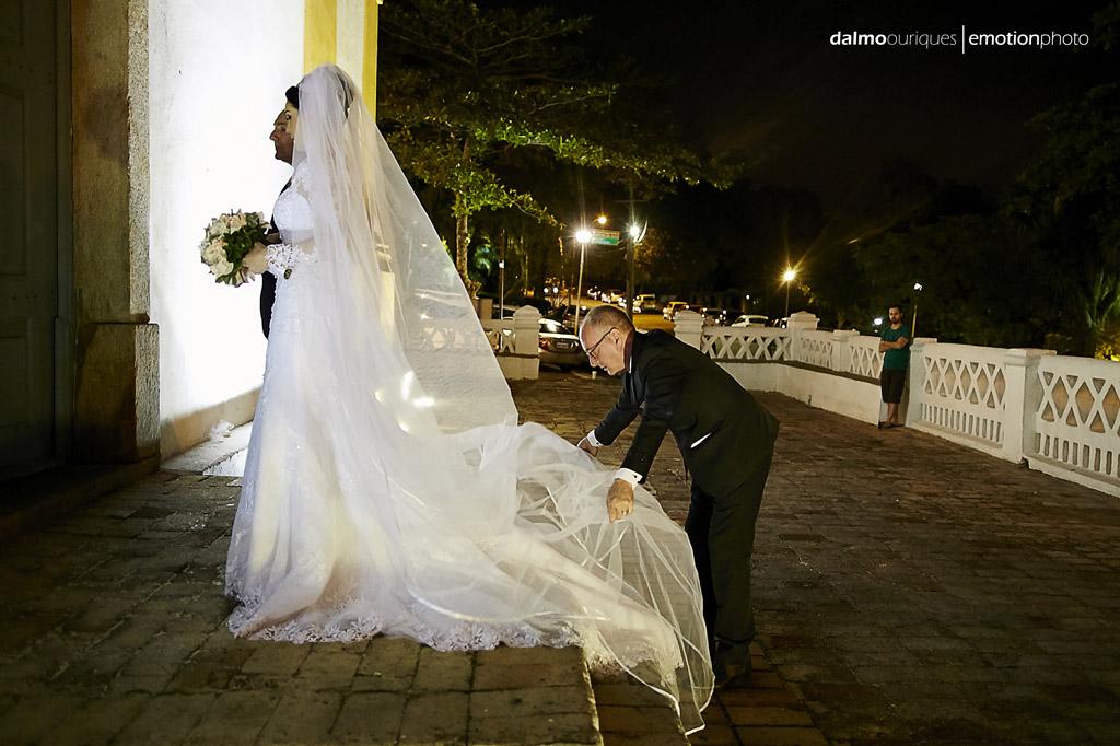 Florianópolis, Casamento em Florianópolis, fotografia de Casamento em Florianópolis; Santo Antônio; igreja do casamento; entrada da noiva; cerimonial preparando a noiva;