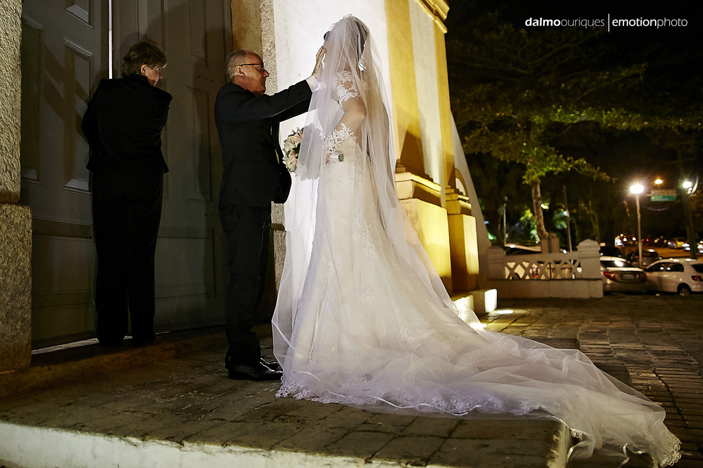 Florianópolis, Casamento em Florianópolis, fotografia de Casamento em Florianópolis; Santo Antônio; igreja do casamento; entrada da noiva; cerimonial preparando a noiva; melhor fotógrafo de casamento