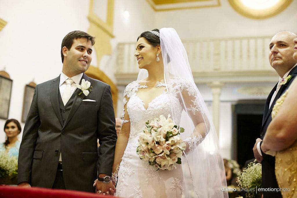 fotos espontâneas; casamento na igreja fotógrafo de casamento Florianópolis