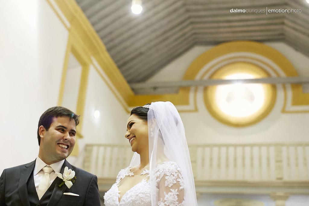 fotos alegres; casamento na igreja; melhor fotógrafo de casamento