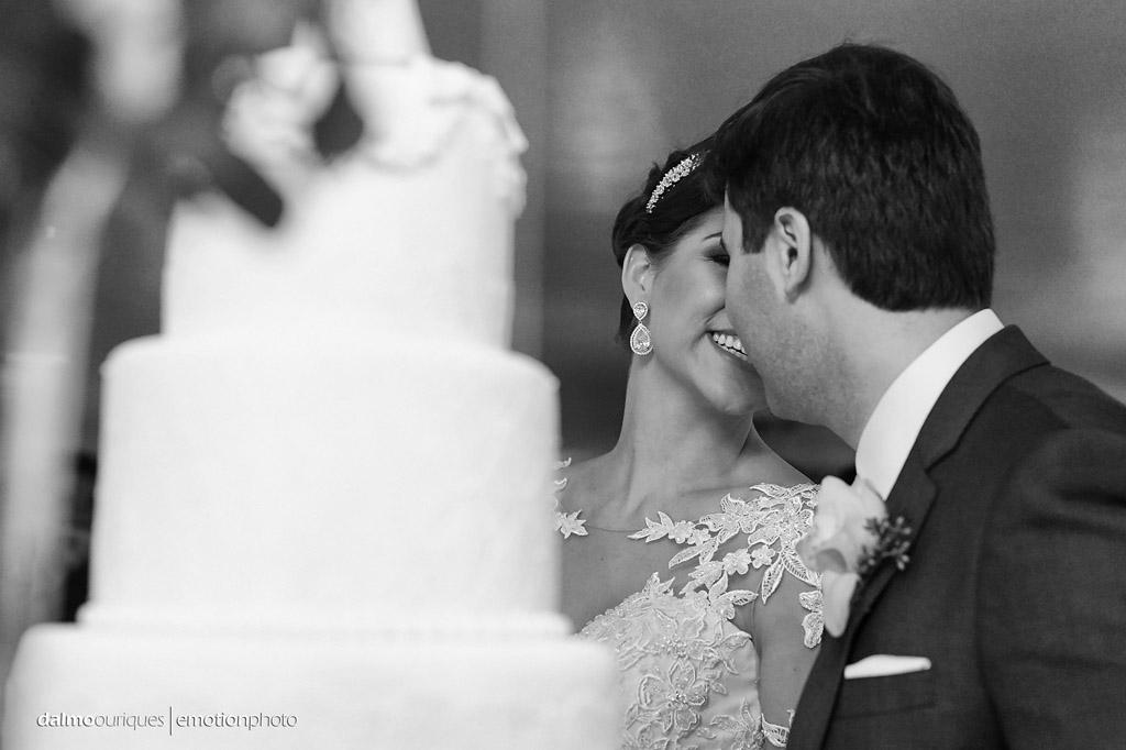 brinde do casal; corte do bolo; beijo dos noivos; fotógrafo de casamento Florianópolis