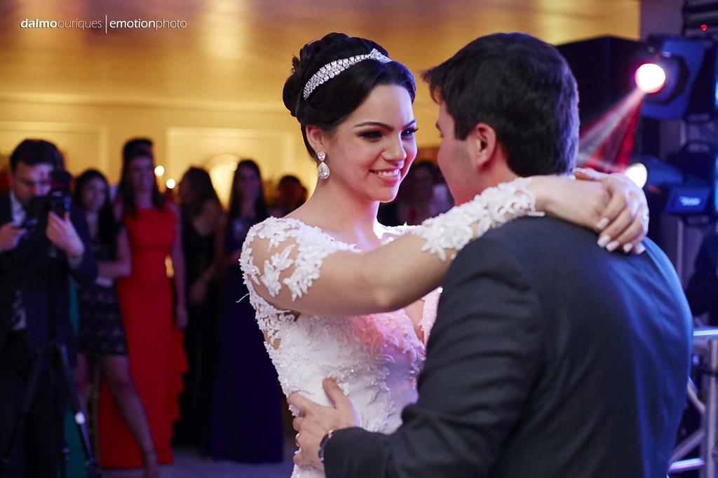 festa do casamento; fotos descontraídas do casamento; dança do casal; noivos dançando; melhor fotografo de casamento