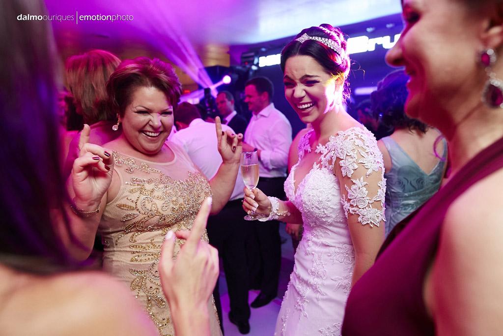 festa do casamento; fotos descontraídas do casamento; fotógrafo de casamento