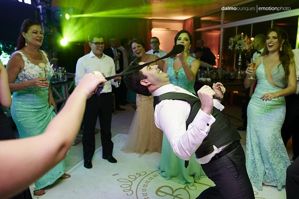 festa do casamento; fotos descontraídas do casamento;  fotógrafo de casamento Florianópolis