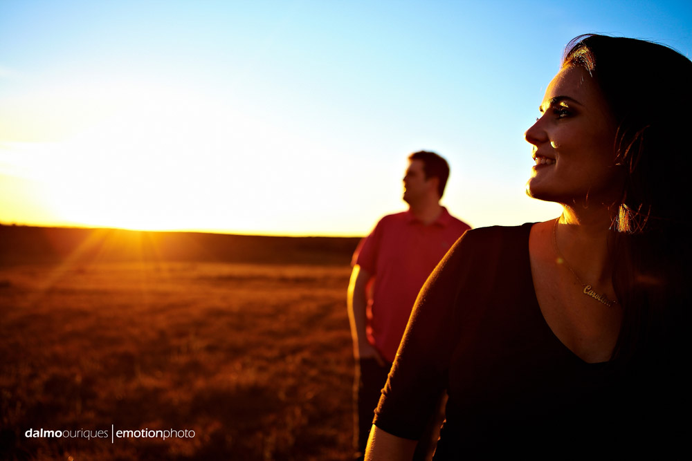 ensaio de casal; pre wedding; pre wedding em rancho queimado; fotografia de casal no morro da Boa Vista, fotos do por do sol, casal no por do sol