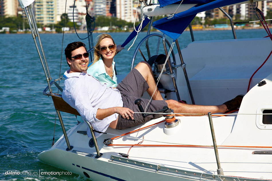 ensaio de casal de barco; ensaio de casal; ensaio de casal em florianopolis; pre wedding em florianopolis; pre wedding;
