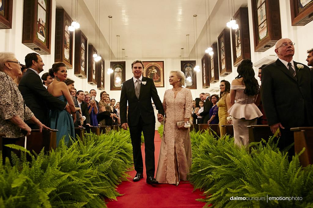 fotografia de casamento em florianopolis; wedding florianopolis; fotografo de casamento em florianopolis; fotografo em florianopolis; igreja do casamento; casamento na igreja, entrada do noivo