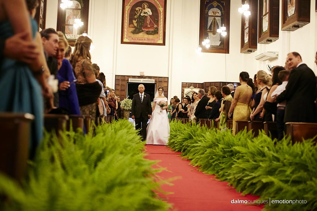 fotografia de casamento em florianopolis; wedding florianopolis; fotografo de casamento em florianopolis; fotografo em florianopolis; igreja do casamento; casamento na igreja; entrada da noiva