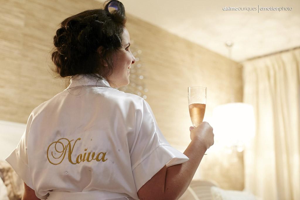 brinde com champanhe no making of da noiva, fotografia de casamento