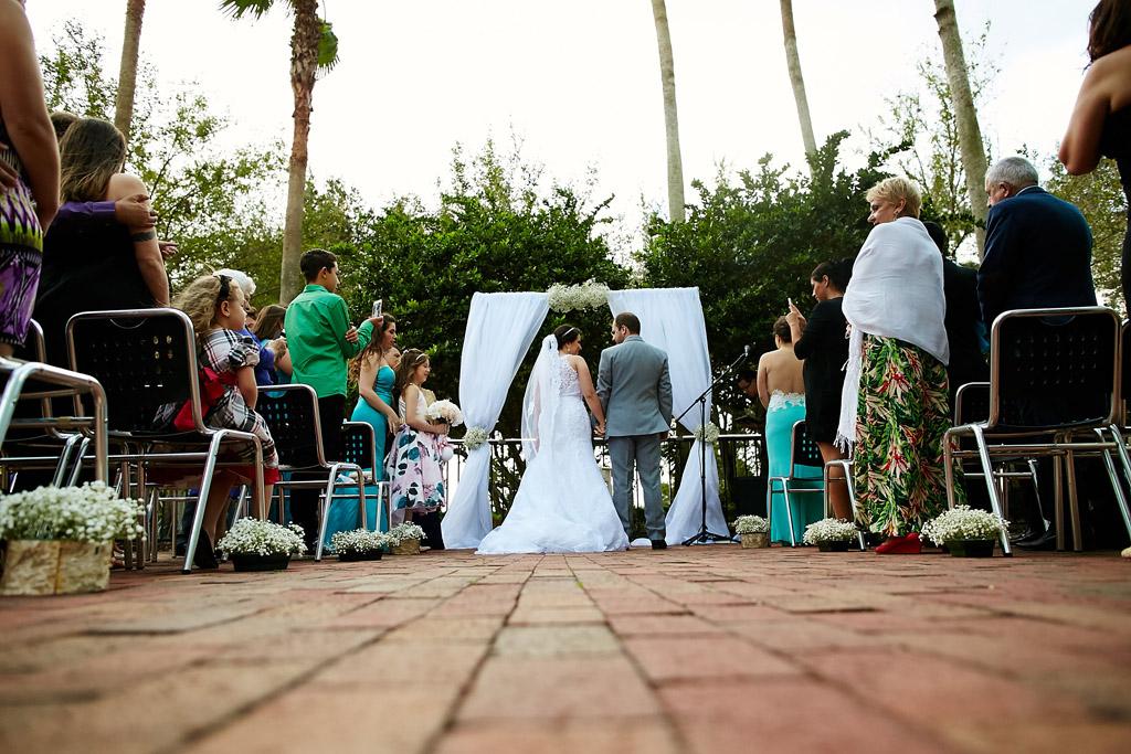 cerimonia de casamento nos estados unidos acontece ao ar livre