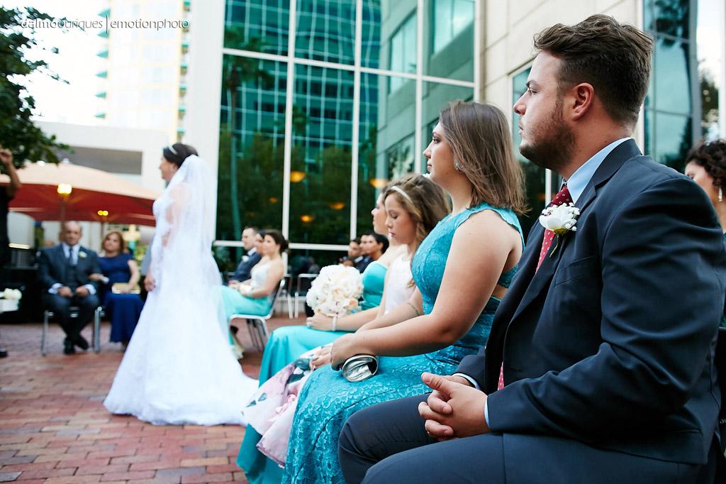 lindo click do fotógrafo de casamento nos estados unidos, que mostra a emoção dos padrinhos de casamento