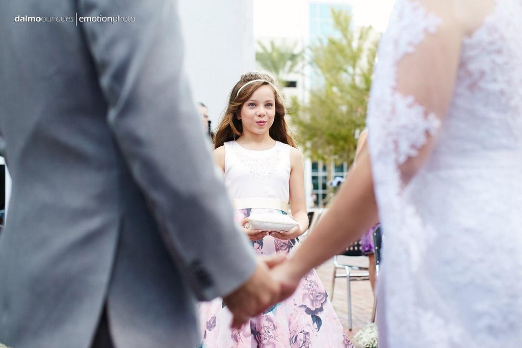 entrada das alianças de casamento, momento de muita emoção na fotografia de casamento