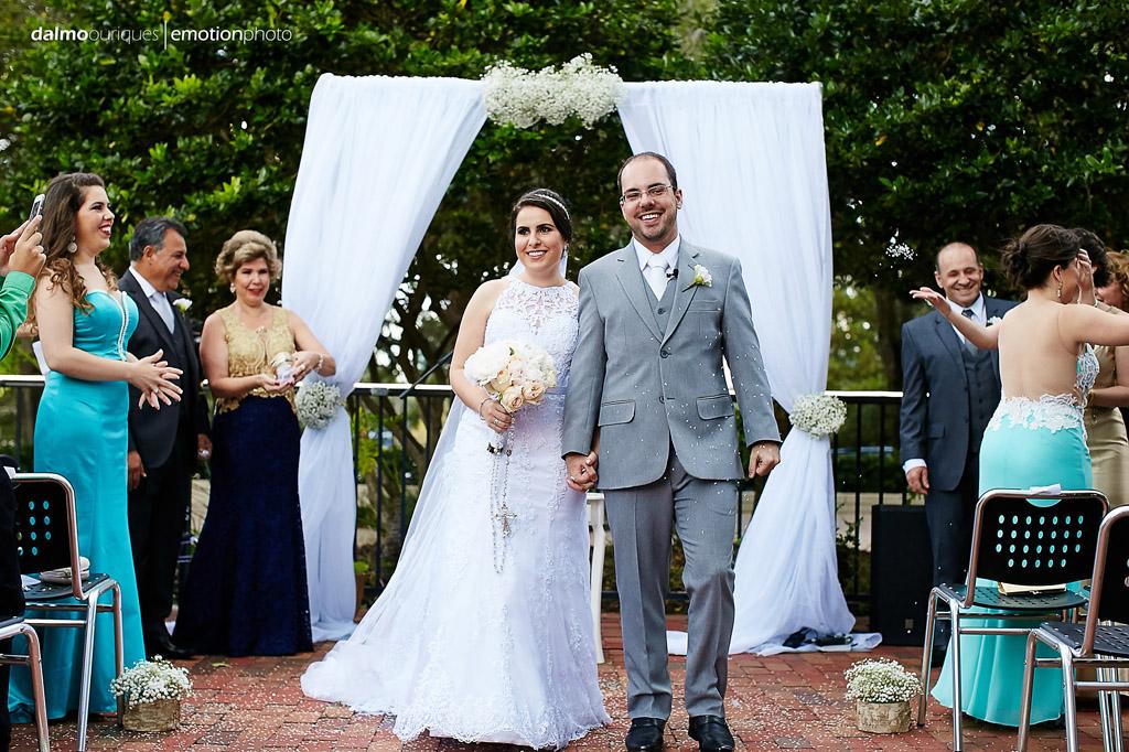 saída dos noivos da cerimonia de casamento nos estados unidos