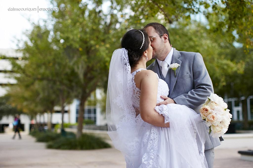 Detalhe das costas do vestido da noiva