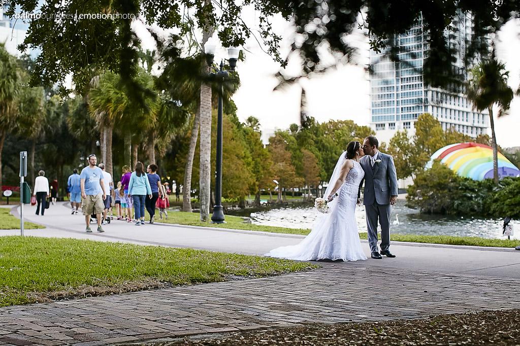 noivos fazem ensaio de casamento nos EUA em pleno parque de orlando