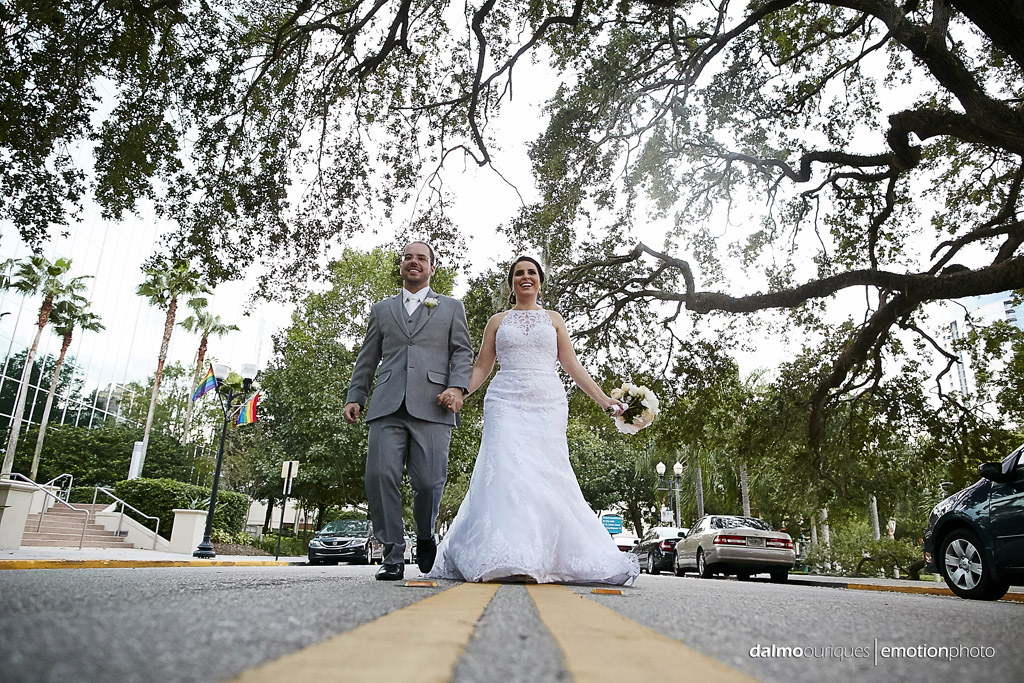 fotografia de ensaio de casamento termina na estrada dos EUA