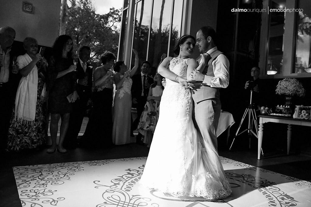 a dança dos noivos é um dos melhores momentos do casamento