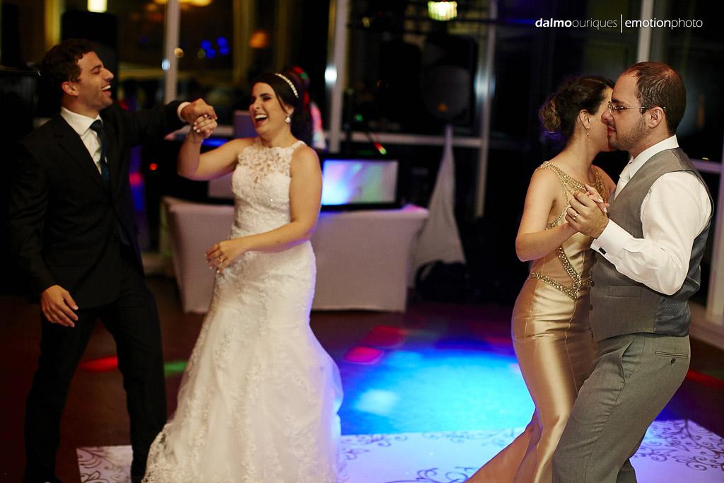 o fotografo dalmo ouriques foi escolhido para registrar a felicidade da noiva
