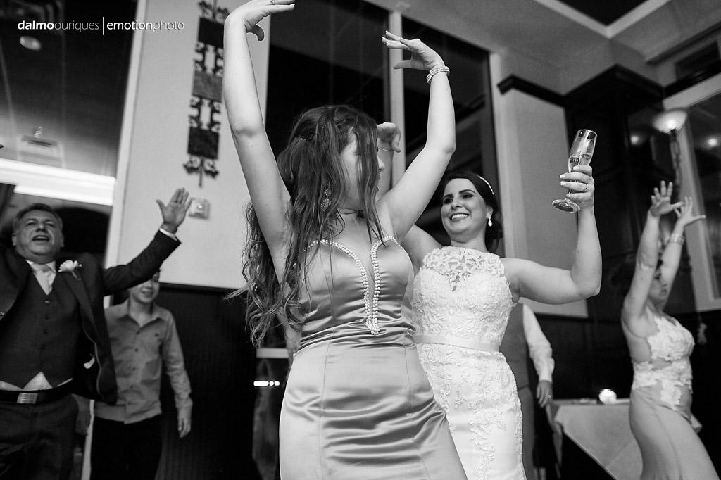 a festa de casamento nos EUA tem hora para acabar, mas a animação dos convidados do casamento compensam