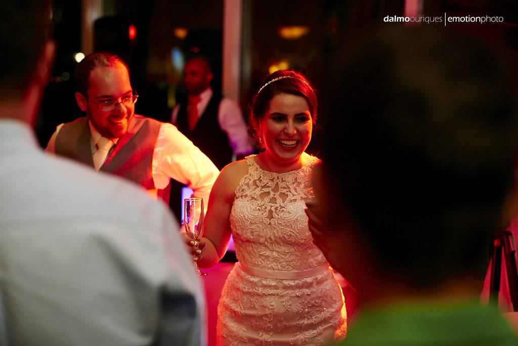 fotografo de casamento dalmo ouriques pega o momento de descontração do casal Lorena e Raphael