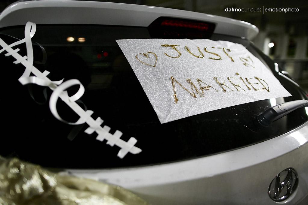 fotografo dalmo ouriques tira foto do carro dos noivos todo pintado