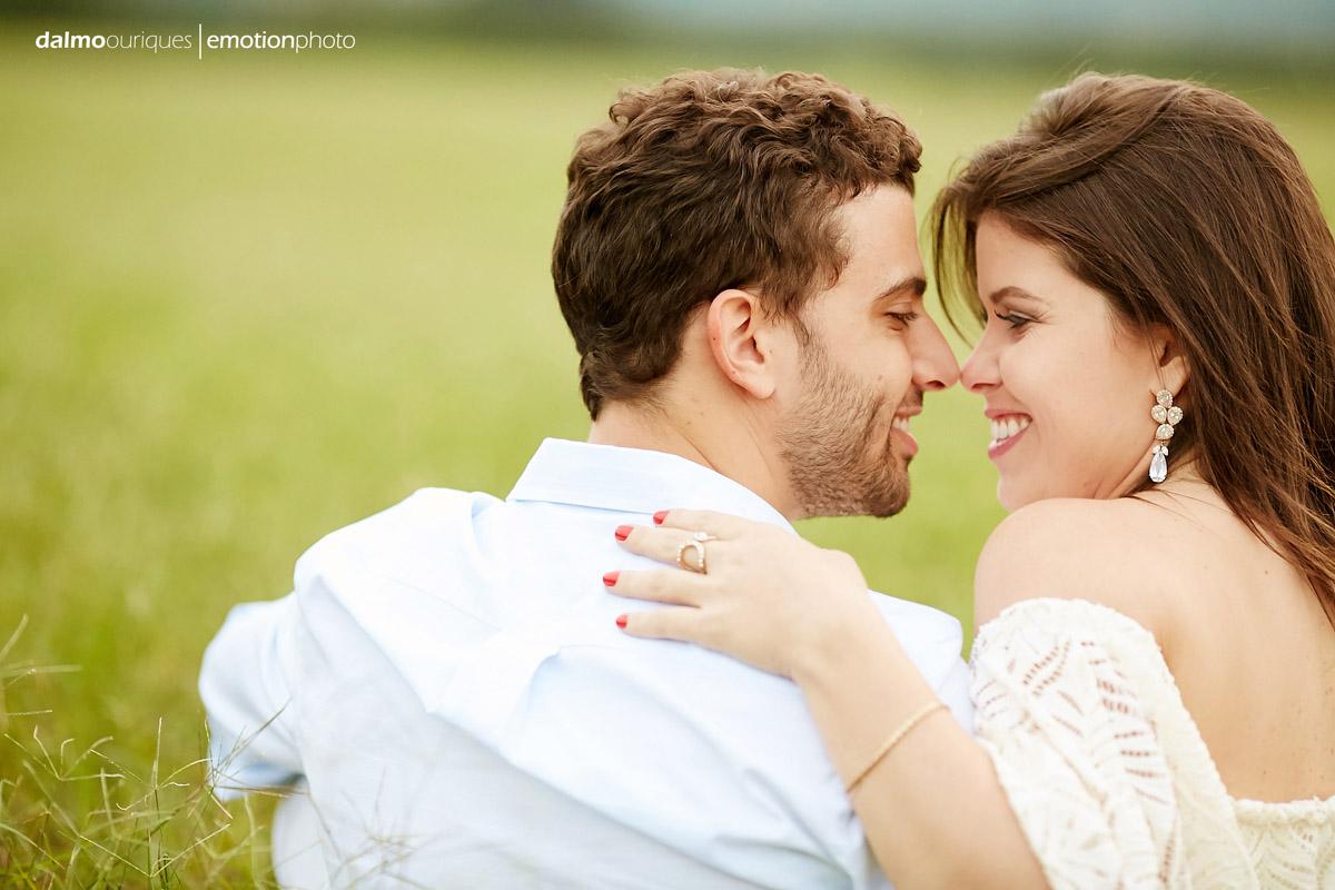 pre wedding em holambra; ensaio de casal em holambra; ensaio em holambra; fotografia de casal; pre wedding; holambra; onde fazer o ensaio de casal; campo florido; ensaio de casal no campo