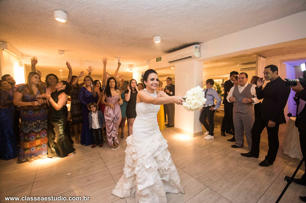Foi lindo participar do casamento de Carlos e Fabiana. Um casamento tão cheio de emoções e um casal muito querido. Fizemos o making off no hotel Nobile na avenida boa viagem, a cerimonia foi realizada na linda e tradicional igreja dos