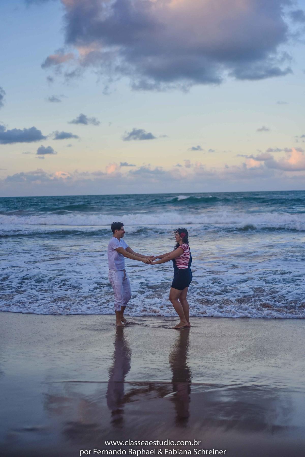 fotos de casal na praia ao por do sol