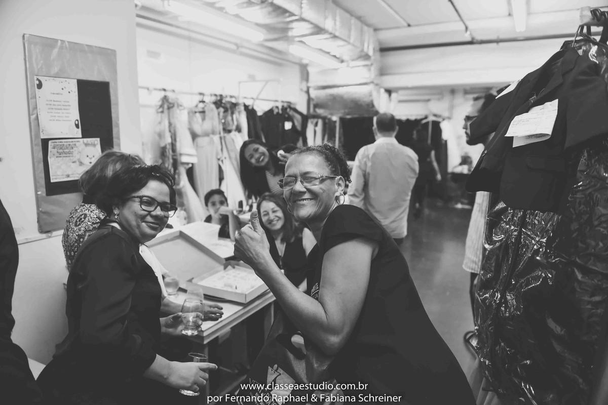 bastidores de loja de vestidos de noivas