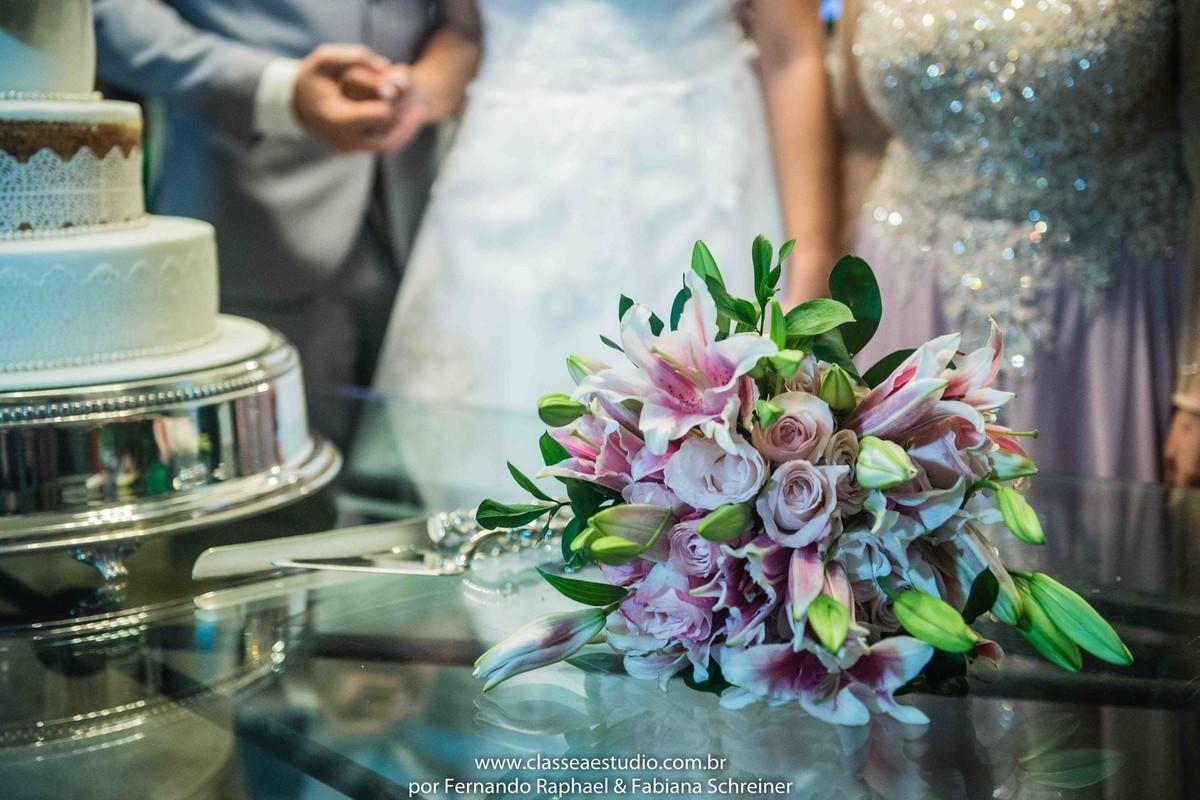 buquet e bolo de casamento