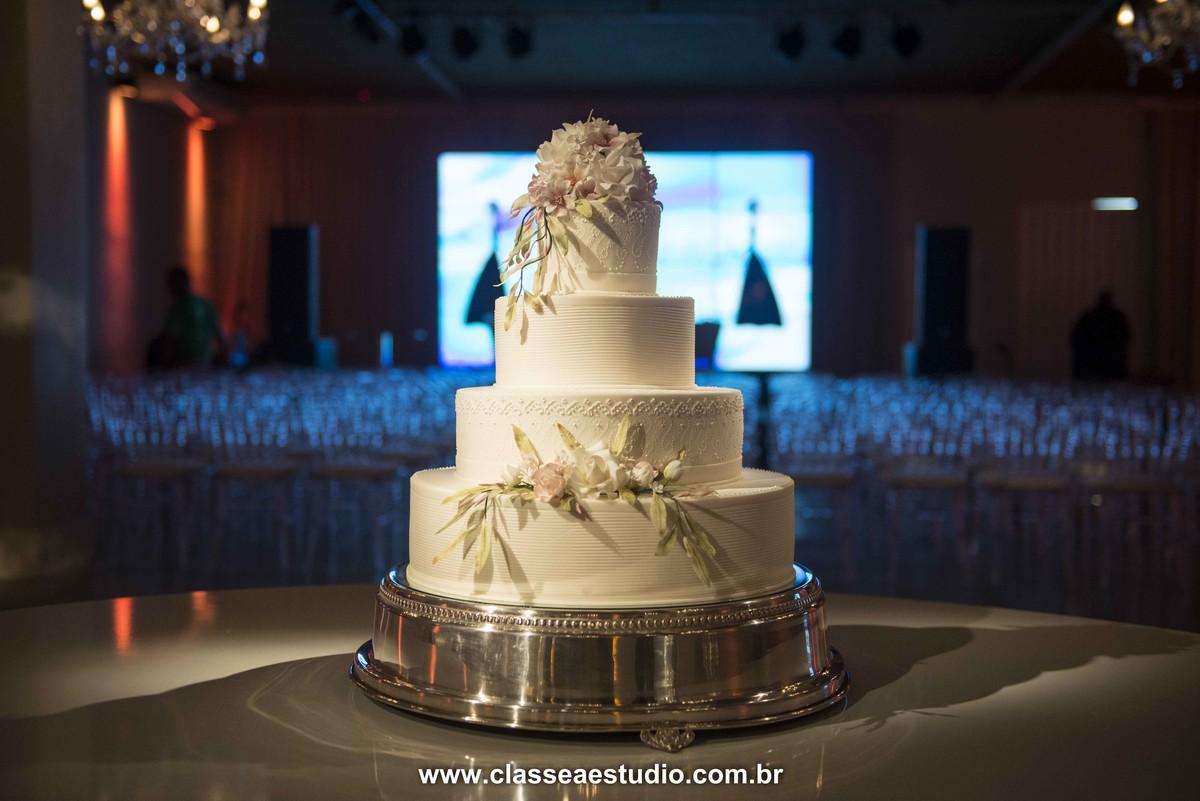Bolo de casamento de ana izabel no buffet La Salle.