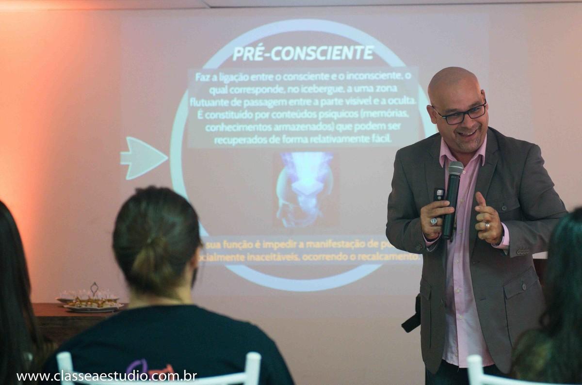 Palestra para noivas na Ferreira Costa sobre casamentos com o reverendo Markos Leal