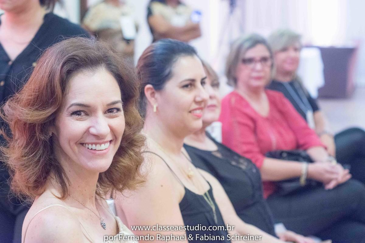 Paola Muniz no salão de noivas e festas wedding day