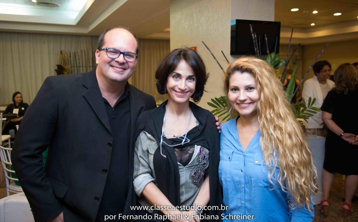 Fernando Raphael e Fabiana Schreiner com Claudia Matarazzo no salão de noivas e festas wedding day