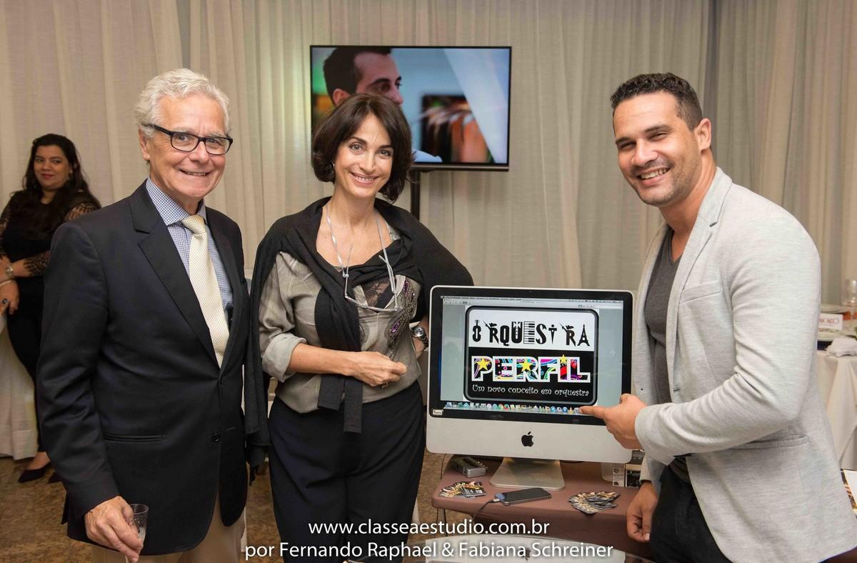 Lounge de Agnaldo da orquestra perfil com Claudia Matarazzo e Mario Ameni no salão de noivas e festas wedding day