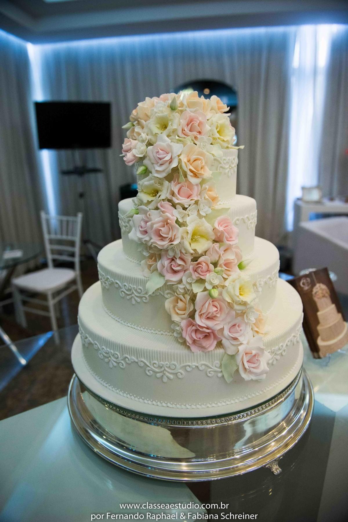Lounge de Cassia Pereira bolos artísticos no salão de noivas e festas wedding day